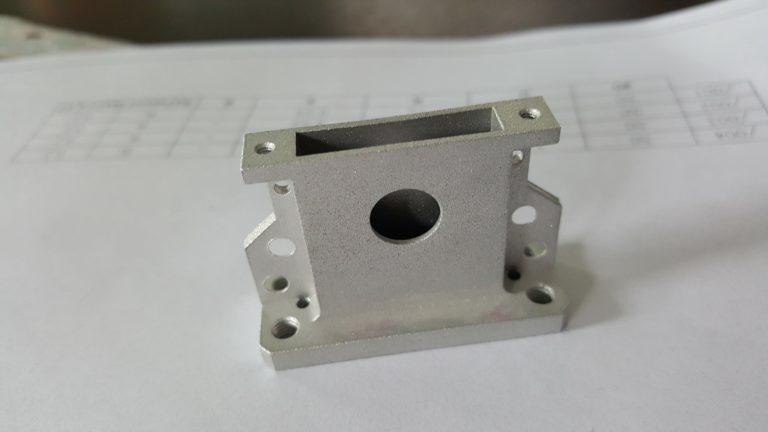 штекер прибора фрезерная обработка стеклоструйная обработка