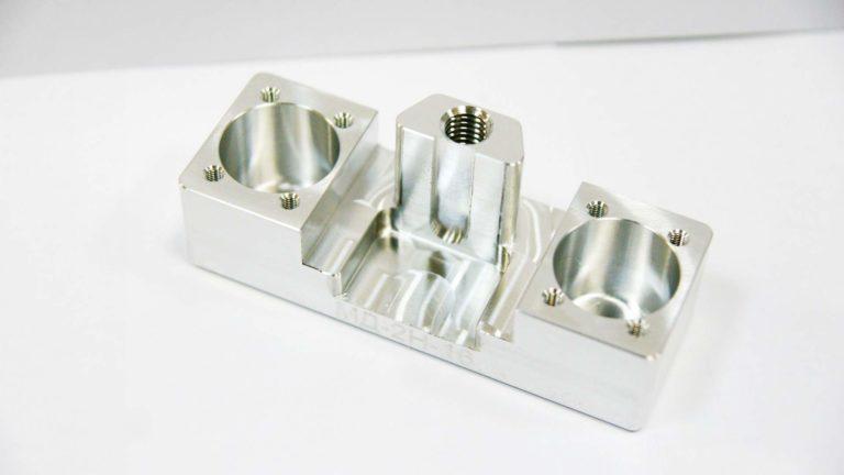 корпусная деталь из аллюминия с фрезеровкой мелкоразмерная обработка