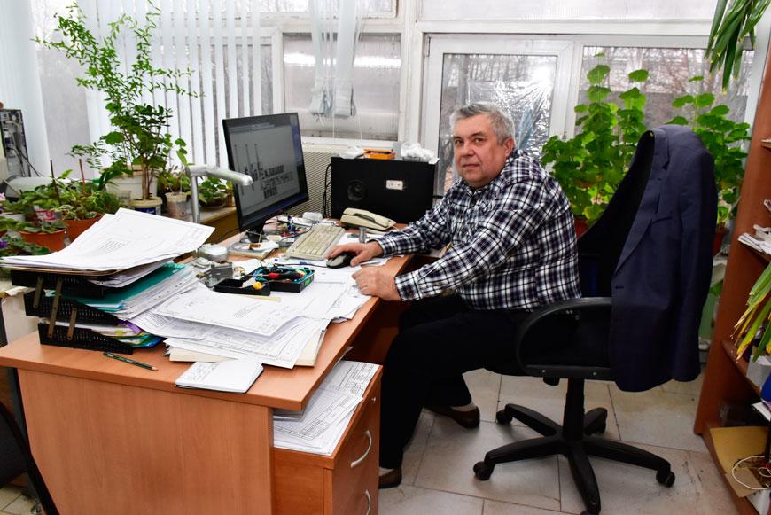 Инженер-конструктор фото на рабочем месте