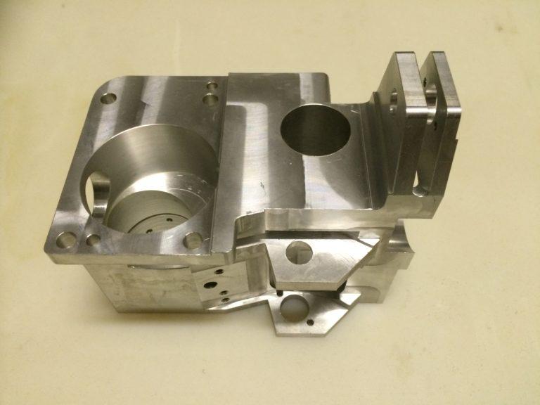 корпус сложной формы с отверстиями фрезерная обработка
